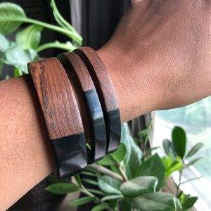 Wood and resin bangles (black)